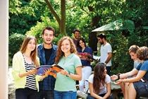 Cambridge_Garden_With_Students